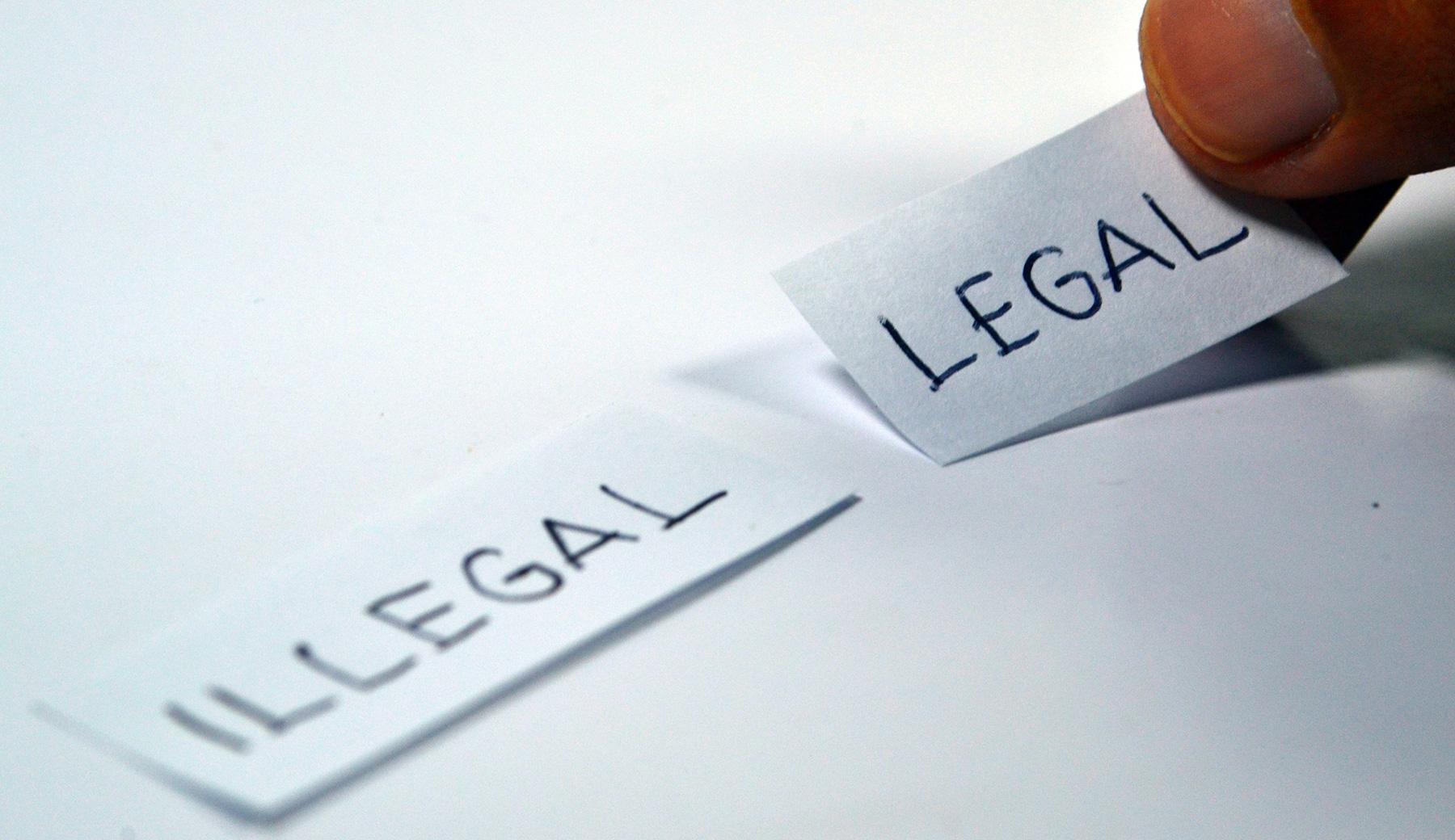 Zettel mit Illegalund Legal
